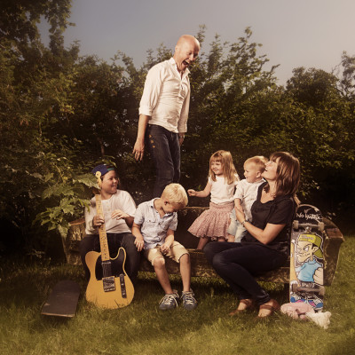 familiefoto ute på sommeren