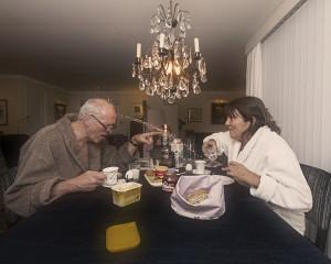 frokost ved bordet, et familiebilde